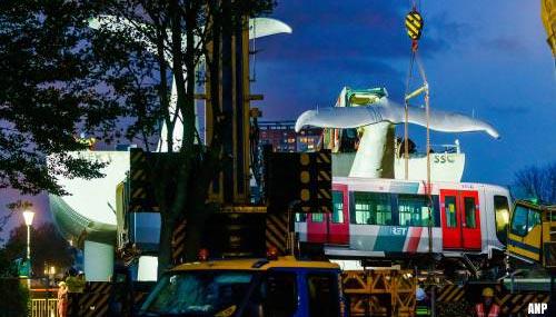 Loshangende deel metrostel Spijkenisse weggetakeld