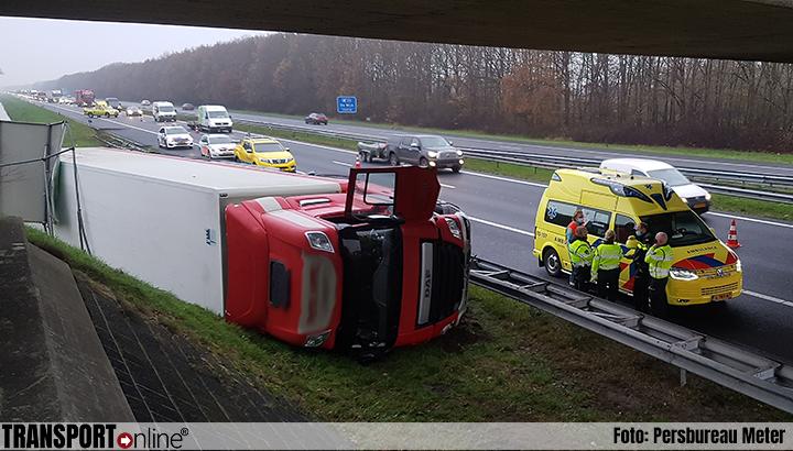 Vrachtwagen gekanteld langs A28 [+foto&video]