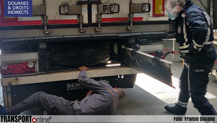 Franse douane vindt 180kg cannabis in reservewielen vrachtwagen [+foto's]