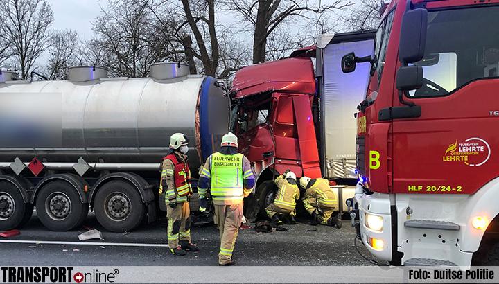 Ongeval met vier vrachtwagens op Duitse A2 [+foto]