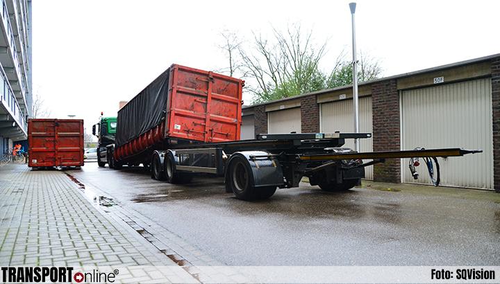 Man gewond door container in Helmond [+foto]