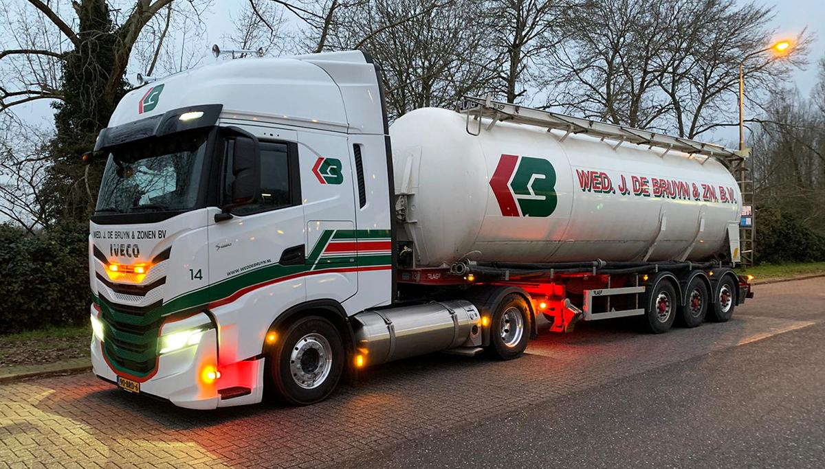 Wed. J. de Bruyn en Zonen maakt eerste LNG-kilometers met IVECO S-WAY NP