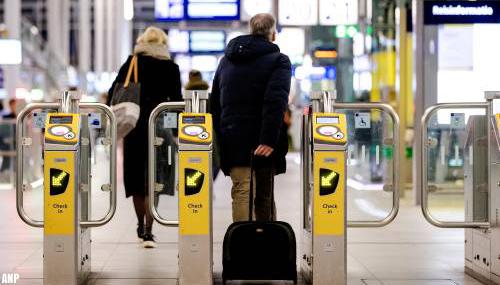 Gebruik van het openbaar vervoer in 2020 bijna gehalveerd