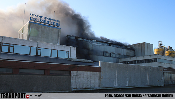 Zeer grote brand in steenfabriek in Vuren [+foto's]