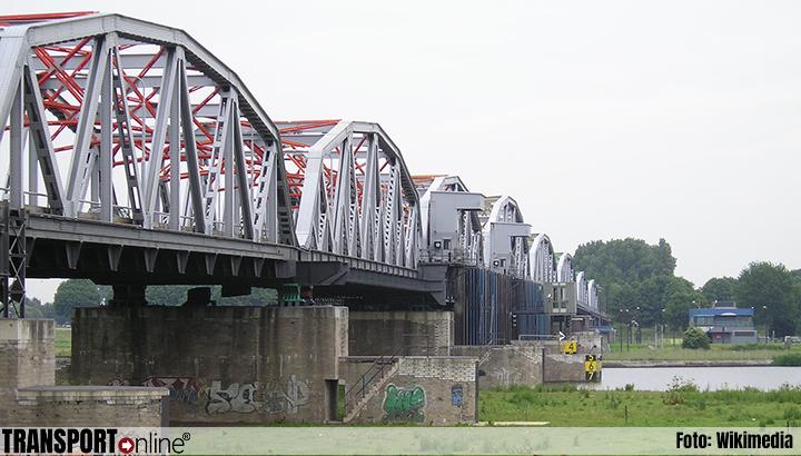 Ontheffing voor specifieke voertuigen over brug Grave