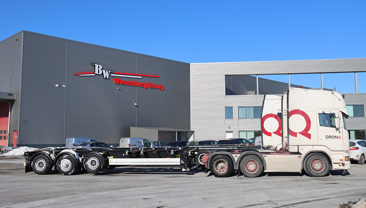 Drie Krone containerchassis voor Dronq Transport