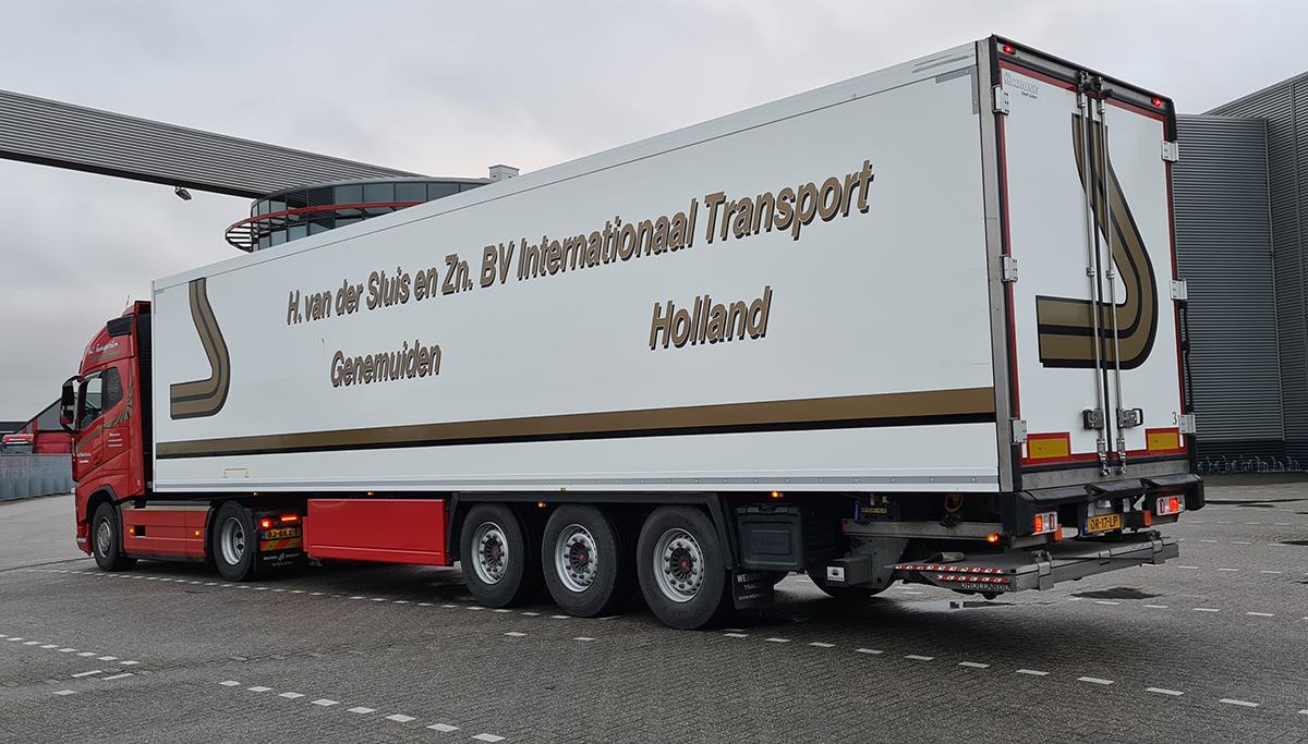 Nieuwe polyester Krone koeloplegger voor Transportbedrijf H. van der Sluis & Zn.