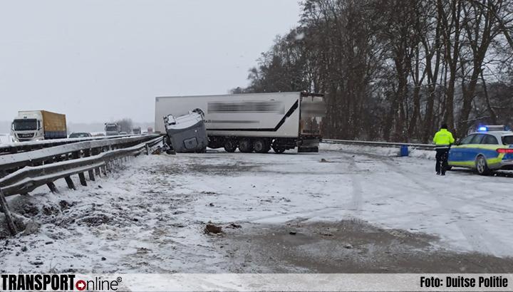 Vrachtwagenchauffeur zwaargewond bij ongeval door gladheid op Duitse A1[+foto]