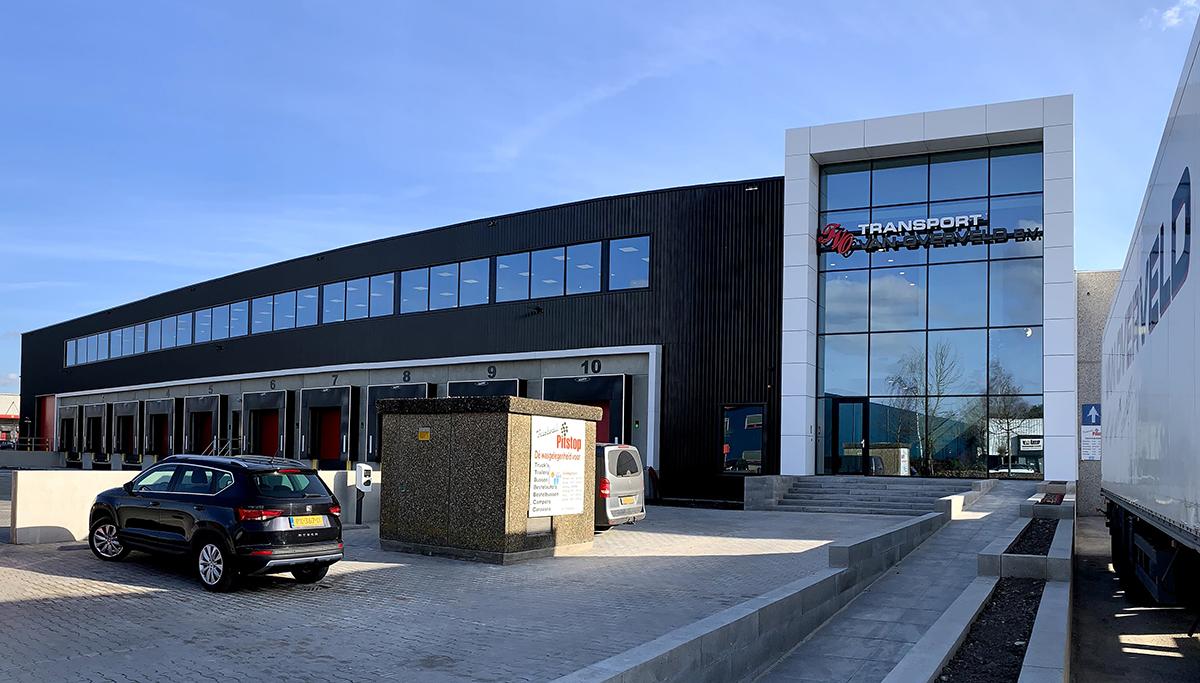 Nieuw bedrijfspand voor Transport van Overveld in Etten-Leur opgeleverd
