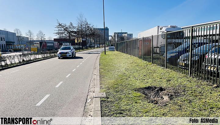 Tien vreemdelingen ontdekt in vrachtwagen in Veghel [+foto's]
