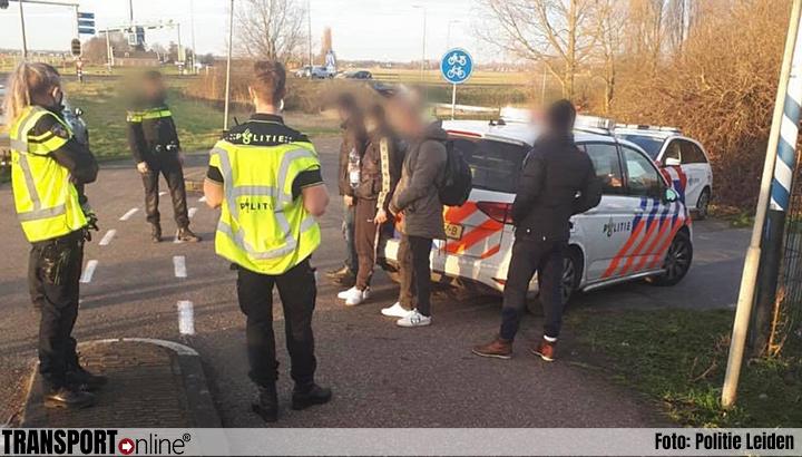 Politie weet ontsnapte vreemdelingen uit vrachtwagen dankzij treinmachinist te pakken [+foto's]
