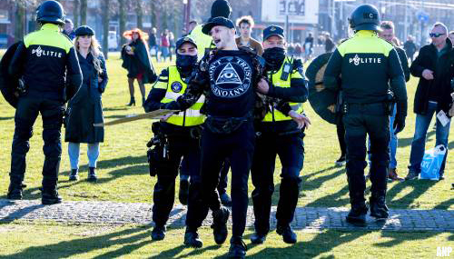 Zeventien aanhoudingen bij demonstratie Museumplein