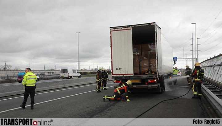 Vrachtwagen met vastgelopen remmen op A4, boetes voor negeren rood kruis [+foto]