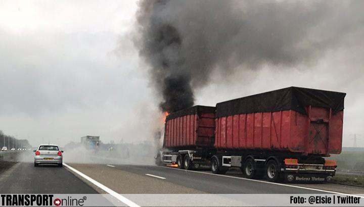 Vrachtwagen in brand op A6 [+foto's]