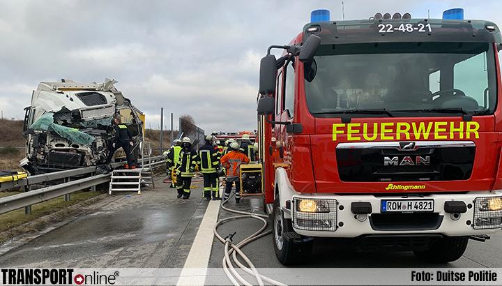 59-jarige vrachtwagenchauffeur komt om het leven bij ongeval Duitse A1 [+foto's]