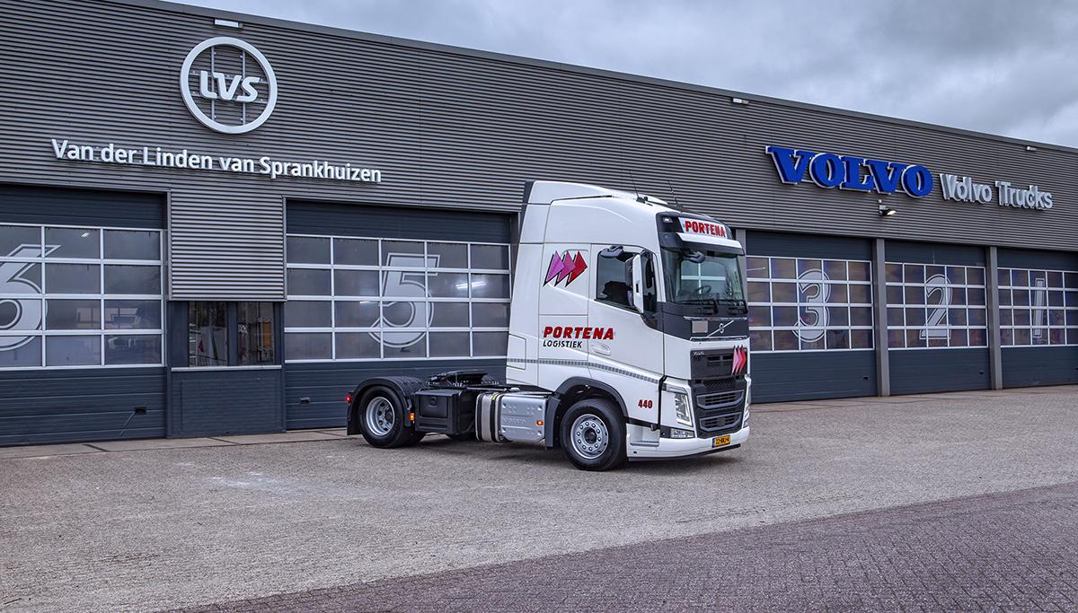 Twee Volvo FH LNG trekkers voor Portena Logistiek