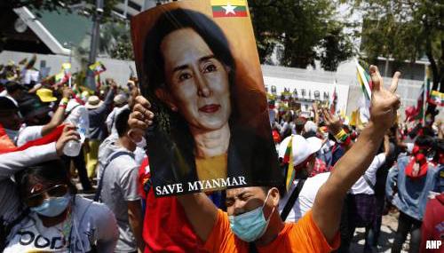 Advocaten: afgezette Aung San Suu Kyi lijkt gezond