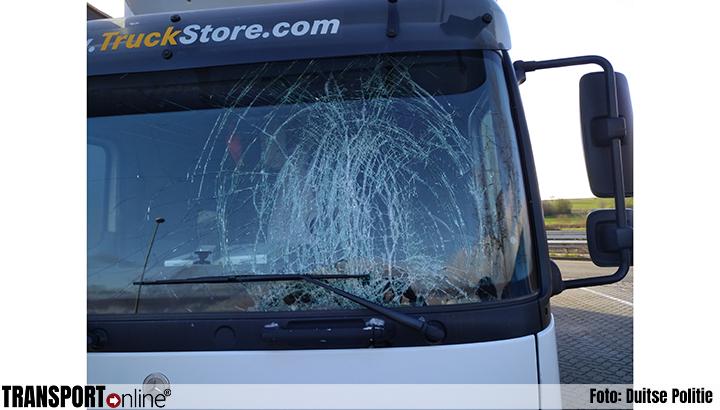 In korte tijd vijf ongevallen door afvallend ijs van vrachtwagens [+foto's]
