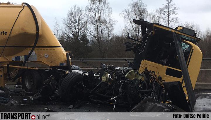 Vrachtwagenchauffeur ernstig gewond bij ongeval Duitse A7 [+foto's]