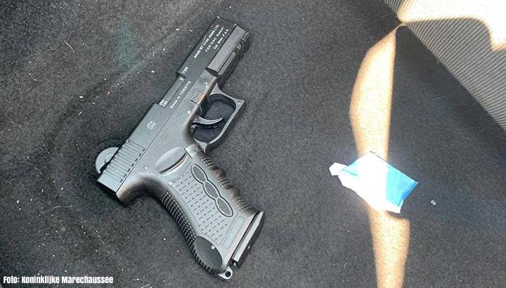 Twee Duitsers na achtervolging op A12 aangehouden met gaspistool en vals geld