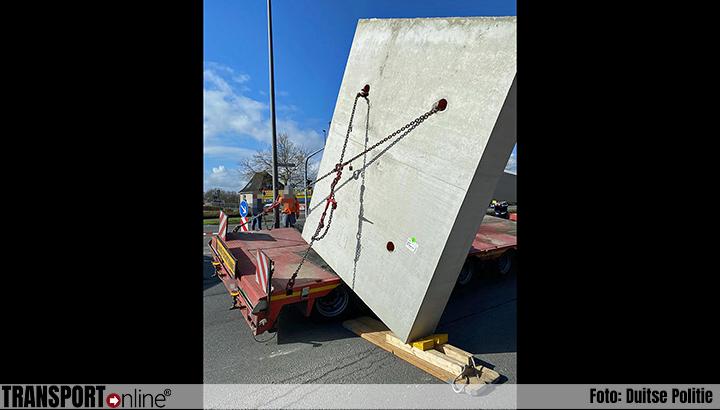 16 ton zware lading schuift in bocht van dieplader [+foto's]