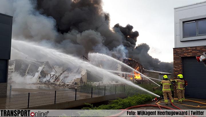 Grote brand op industriegebied in Broek op Langedijk [+foto's]