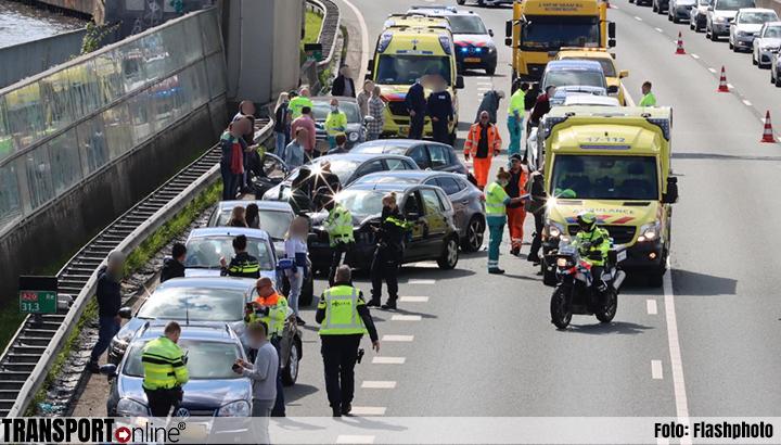 Grote kettingbotsing met zeventien voertuigen A20 bij Rotterdam [+foto]