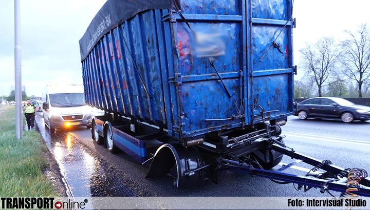 Wiel van vrachtwagen aanhanger gelopen op A7 [+foto]