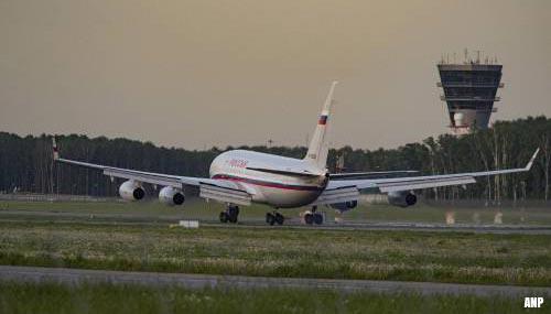 Baas oppositiegroep Open Rusland uit vliegtuig gehaald en opgepakt