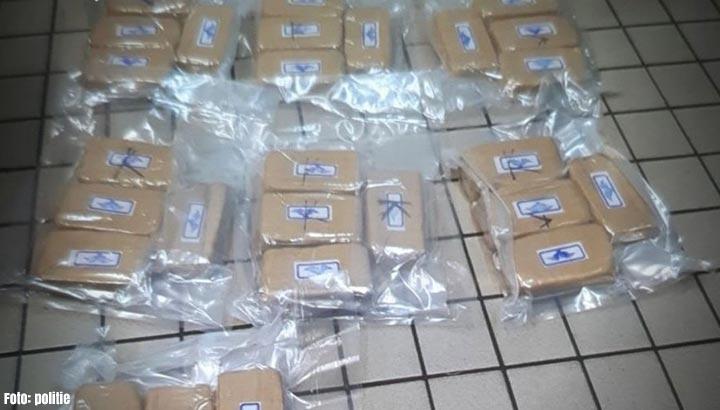 Grote hoeveelheid witte heroïne aangetroffen in verborgen ruimte auto