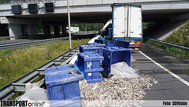 Enorme stankoverlast nadat vrachtwagen slachtafval verliest [+foto]