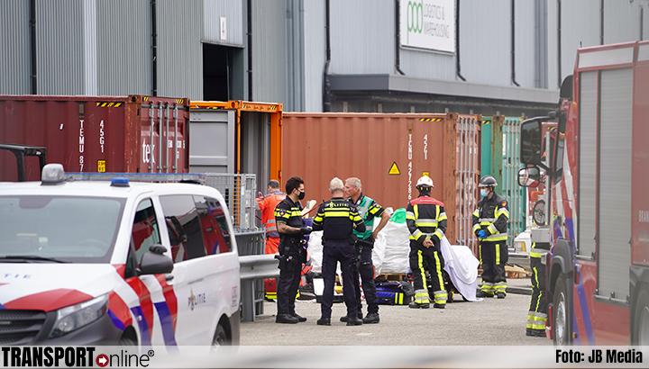 Persoon zwaargewond na beknelling in zeecontainer [+foto]