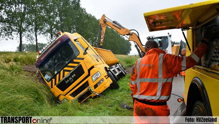 Vrachtwagen gekanteld bij Sluiskil [+foto]