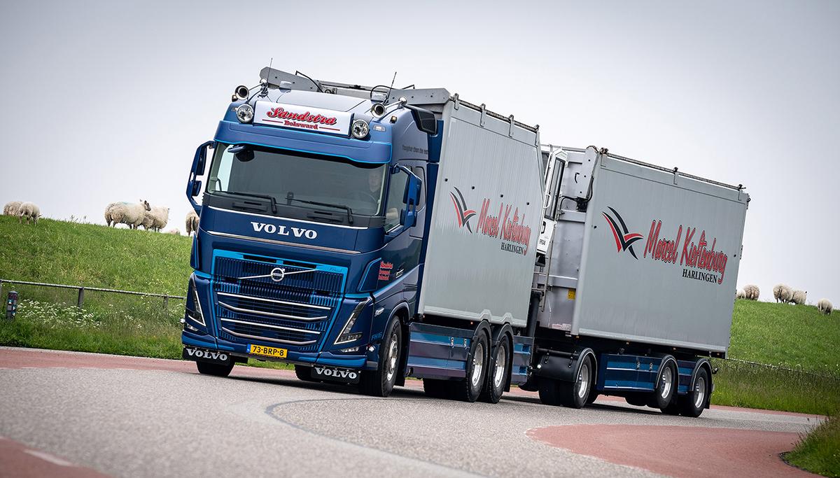 Eerste nieuwe model Volvo FH16 voor T. Sandstra Handel en Transport