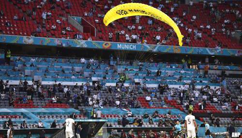 Sluipschutters hadden parachutist in stadion al in vizier