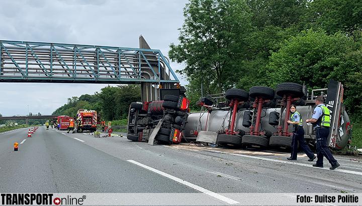 Ongeval met vrachtwagen met zwavelzuur op Duitse A2 [+foto's]