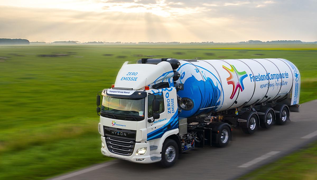 FrieslandCampina neemt eerste melkwagen op waterstof in gebruik