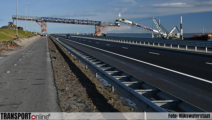 Afsluitdijk in avond en nacht in beide richtingen afgesloten voor zandtransportband