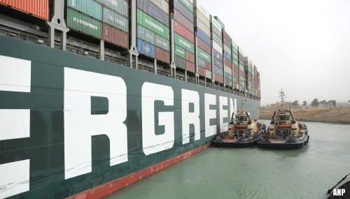 Blokkeerschip Ever Given vaart weer en wordt uitgezwaaid door Egypte [+video]