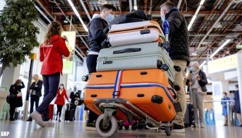 Oranje regio's in trek bij reizigers Schiphol