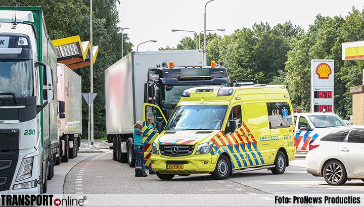 Jongetje gewond bij ernstig ongeluk met vrachtwagen op parkeerplaats langs A6 [+foto]