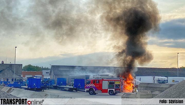 Vrachtwagen in brand bij Baetsen Groep in Veldhoven [+foto's]
