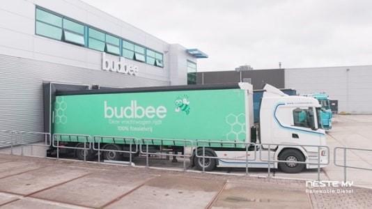 Met de overstap naar hernieuwbare diesel, zet Budbee een grote stap naar fossielvrije bezorging