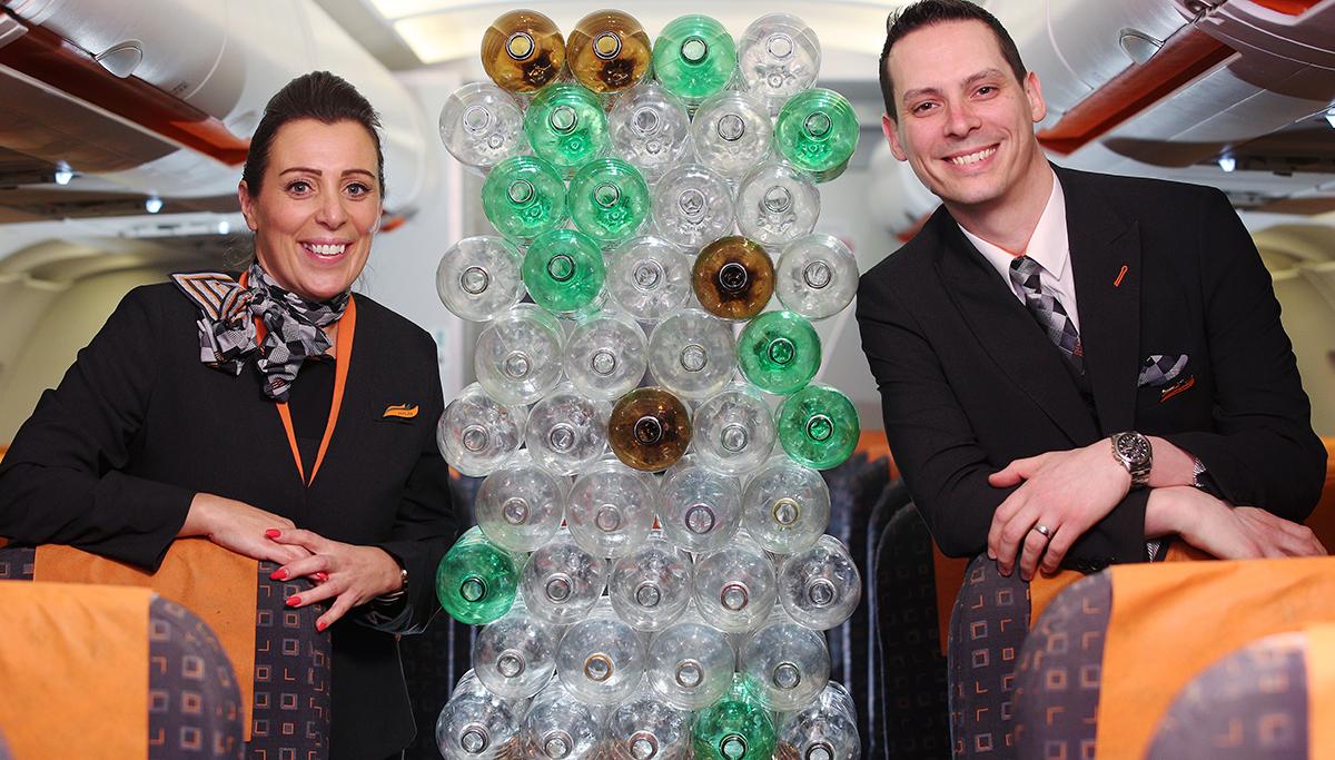 easyJet introduceert nieuwe uniformen voor piloten en bemanningsleden, gemaakt van gerecyclede plastic flessen