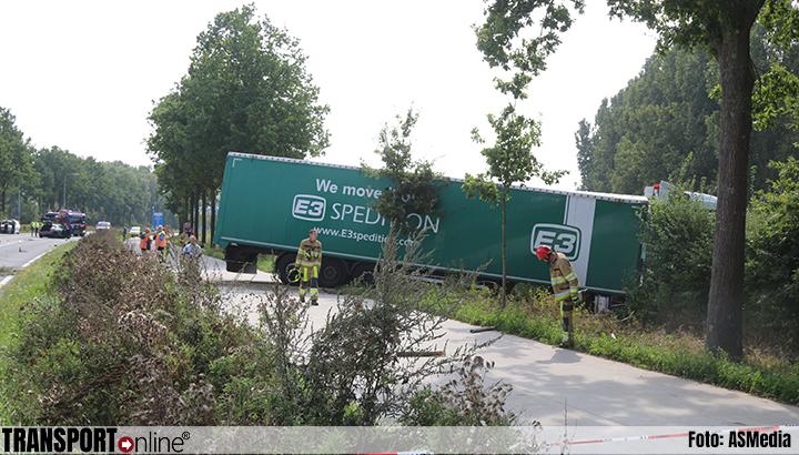 Ernstig ongeval met vrachtwagen en auto op N276 [+foto's]