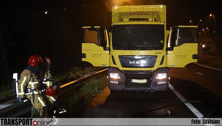 Cabine van vrachtwagen brandt uit op de A50 [+foto]