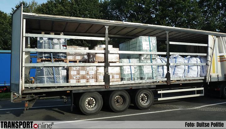 Nederlandse vrachtwagen met gevaarlijke stoffen in Duitsland van de weg gehaald [+foto]
