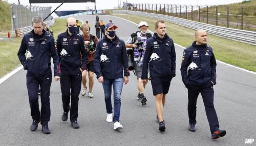 Coureurs arriveren voor wandeling over circuit Zandvoort