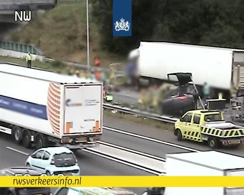 Ernstig ongeval op N419, vrachtwagenchauffeur bekneld