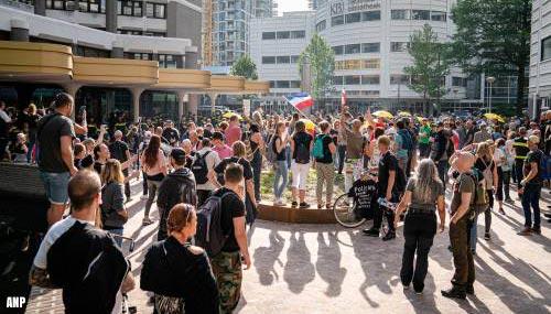 Protest tegen coronamaatregelen op eerste dag parlementair jaar